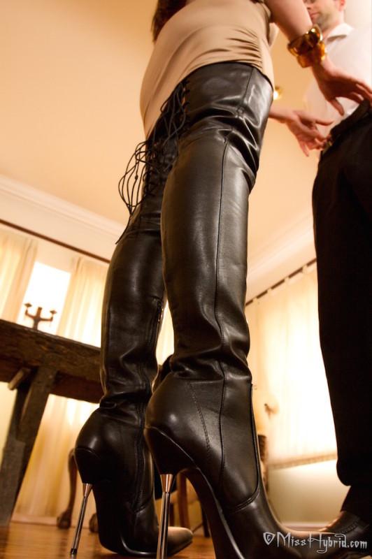 Miss Hybrid thigh boots